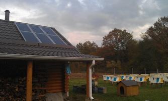 Солнечная батарея на пасеке